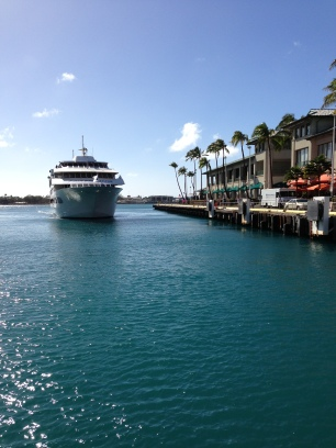 Star of Honolulu pulling into the Pier.